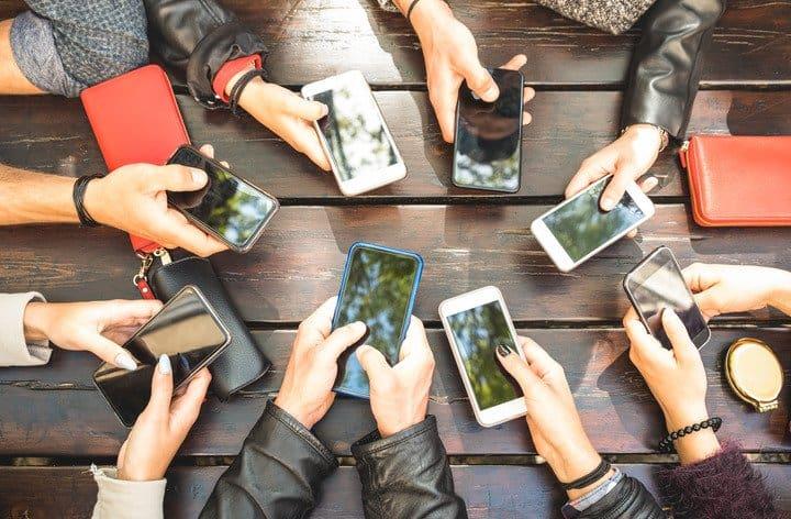 Social network: come evitare che i giovani si «ammalino» di tecnologia
